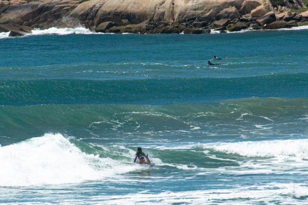 Camille Oliveira, Praia do Rosa, Imbituba (SC). Foto: Anderson Luan / @black.blue.fotos.