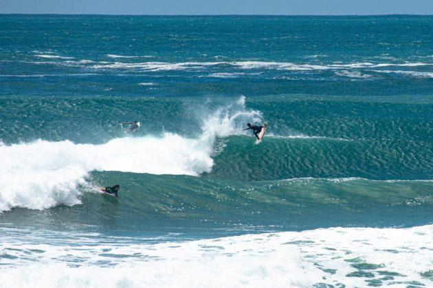 Camille Oliveira e Walley Guimarães, Praia do Rosa, Imbituba (SC). Foto: Anderson Luan / @black.blue.fotos.
