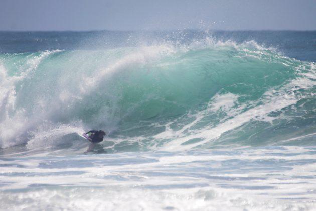 Camille Oliveira, Praia do Rosa, Imbituba (SC). Foto: Andre Pinheiro / @andre_pinheiro_fotografia.