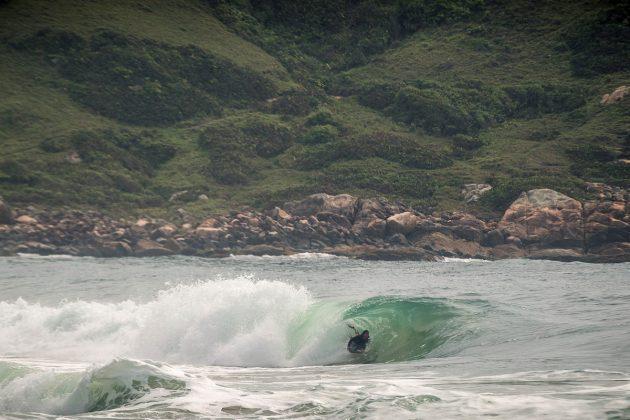 Adriano, Praia do Silveira, Garopaba (SC). Foto: @bernardovillanueva_.