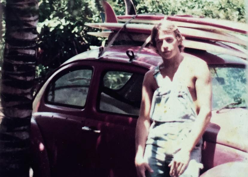 Em expedição pelo litoral brasileiro nos seus antigos anos de surfe.