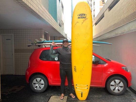 Jefferson Brasileiro, ganhador da prancha Maré, Curso de Formação e Atualização de Instrutores de Surf e SUP. Foto: Giovanna Lima.