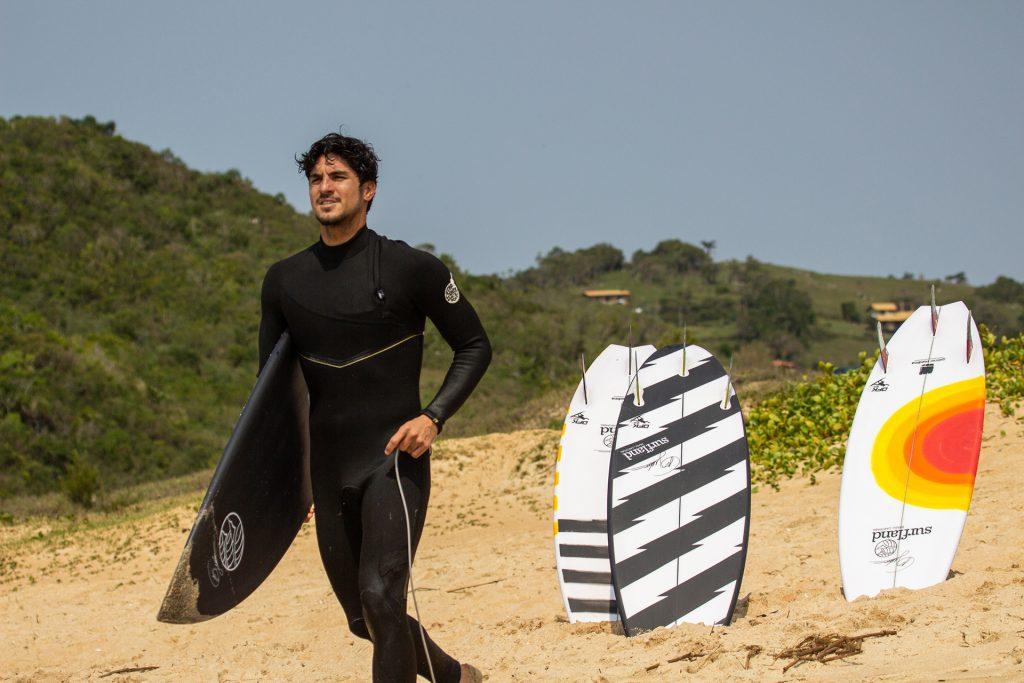 Prancha fabricada por Johnny Cabianca será um presente diferenciado para os novos compradores da Surfland Brasil.