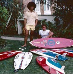 Lipe Dylong ao lado de Larry Bertlemann nos anos 70: bebendo direto da fonte no Havaí.