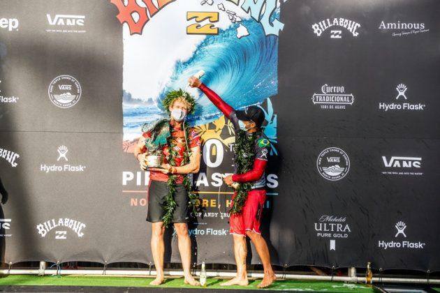 John John Florence e Gabriel Medina, Billabong Pipe Masters 2020, North Shore de Oahu, Havaí. Foto: WSL / Brent Bielmann.