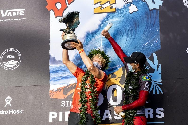 JJ foi o vencedor do Billabong Pipe Masters, etapa que abriu a temporada 2021 do Circuito Mundial.