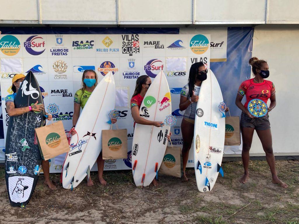 Pódio da categoria Feminina do CBSurf Pro Tour em Vilas do Atlântico.