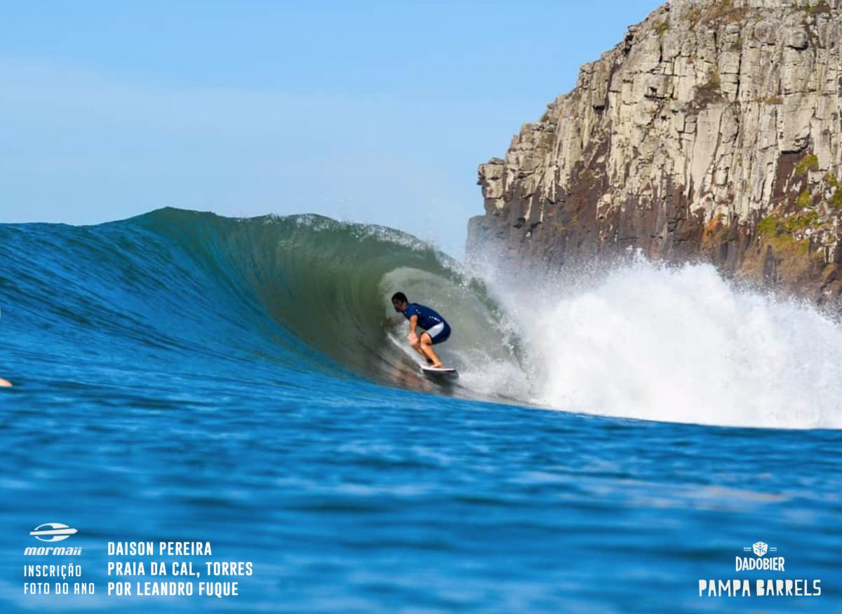Daison Pereira leva o prêmio de melhor foto, registrada por Leandro Fuque na Praia do Cal, em Torres, durante o que muitos dizem ter sido o mar do ano no pico.