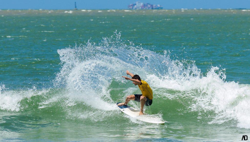 Jonathan Busetti é o atual campeão do Itajaí Open de Surf, evento que fomenta o surfe catarinense desde 2011.