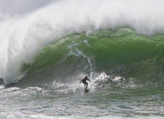 Big swell no cartão-postal