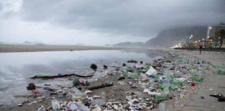 Tsunami de plástico no Rio
