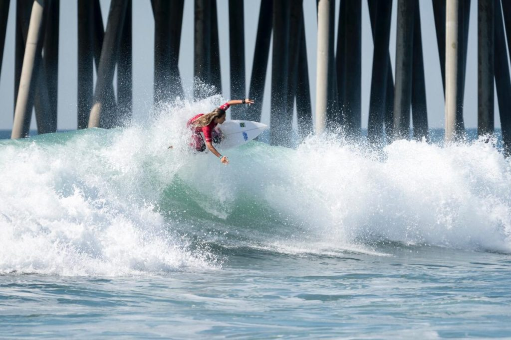 """Mariana cobra mais apoio ao surfe feminino. """"Poderíamos estar no mesmo nível das americanas, ou ainda melhor"""", diz."""