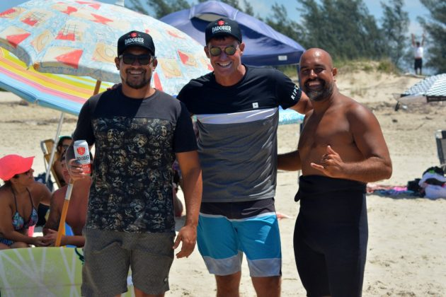 Robson Gobatto, Eduardo Bier e Capivara, Praia dos Molhes, Torres (RS). Foto: Torrica Photosurf Club.