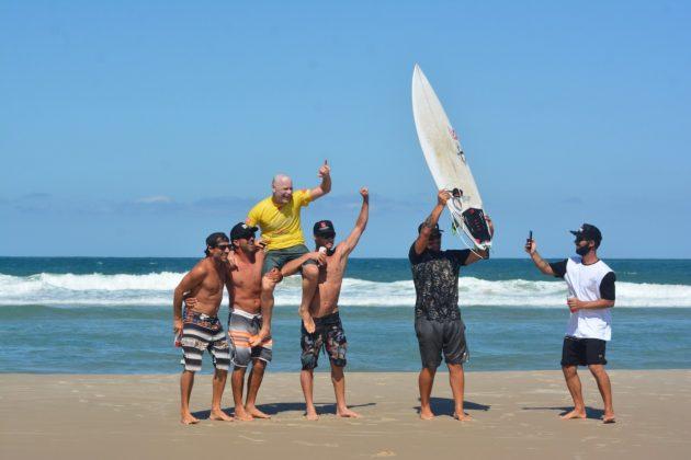 Rodrigo Dornelles, Praia dos Molhes, Torres (RS). Foto: Torrica Photosurf Club.
