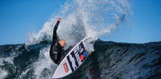 Free surfer assina foguete
