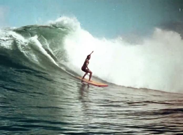 Nas Ondas do Surf (1978) mostra o início da profissionalização do surfe no Brasil.