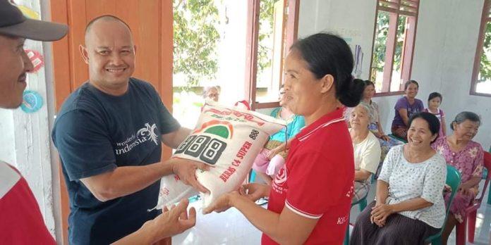 Moradores do vilarejo de Sorake Beach, em Nias, passam por dificuldades e precisam de itens de necessidade básica.