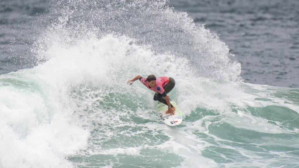 Sally Fitzgibbons comemora o retorno das competições à Austrália.