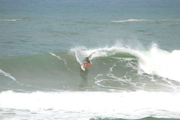Thiago Bruno, Praia da Vila, Imbituba (SC). Foto: Pitch Lordello e Jana Barbosa.