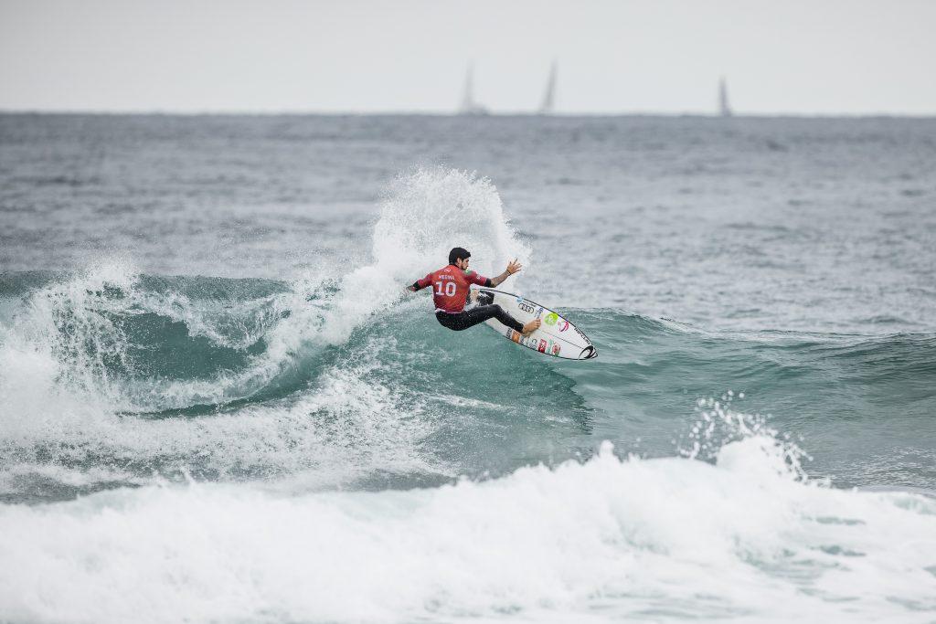 Gabriel Medina usa os aéreos para vencer na estreia do Narrabeen Classic.