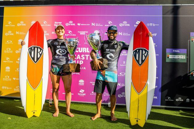 Carissa Moore e Italo Ferreira, Newcastle Cup 2021, Merewether Beach, Austrália. Foto: WSL / Dunbar.
