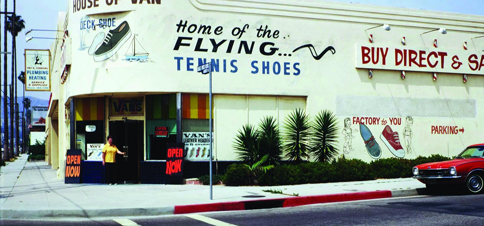 Uma das primeiras lojas de varejo autônomas da Vans, em Los Angeles, nos anos 1960.