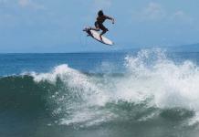 Surfári na Indonésia