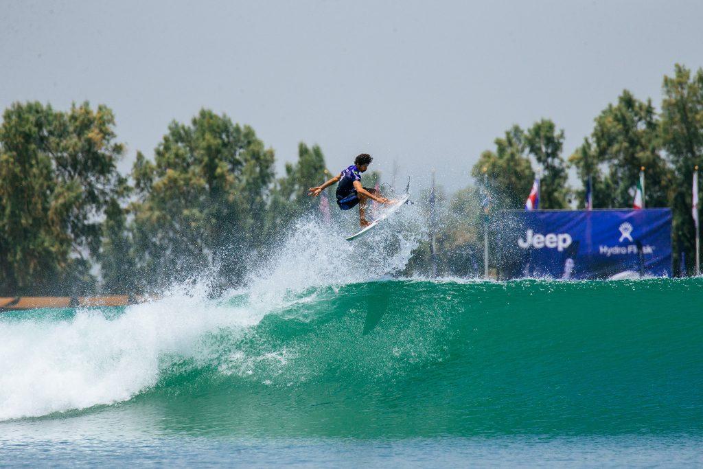 Yago Dora vence, convence e garante vaga na segunda fase do Surf Ranch Pro.