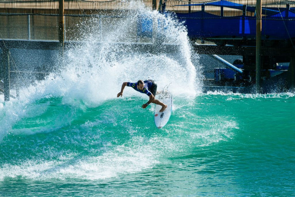 Caio Ibelli ganha mais duas chances para surfar, mas não troca de notas e está fora do evento.