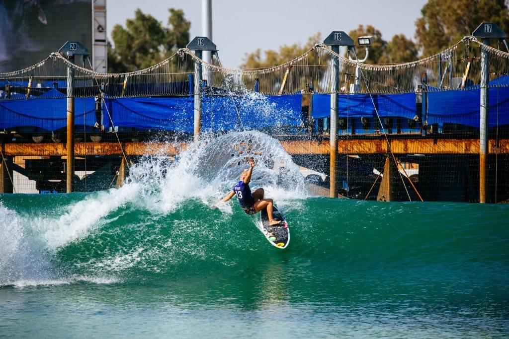 Tatiana Weston-Webb começa forte no Surf Ranch Pro 2021.