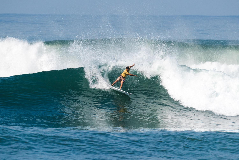 Jeremy Flores em ação no sexta dia do Surf City El Salvador em El Sunzal.