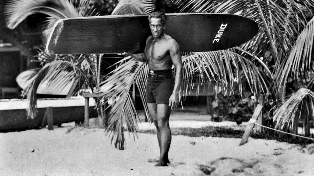 Duke Kahanamoku pediu a inclusão do surfe nos Jogos há cem anos.