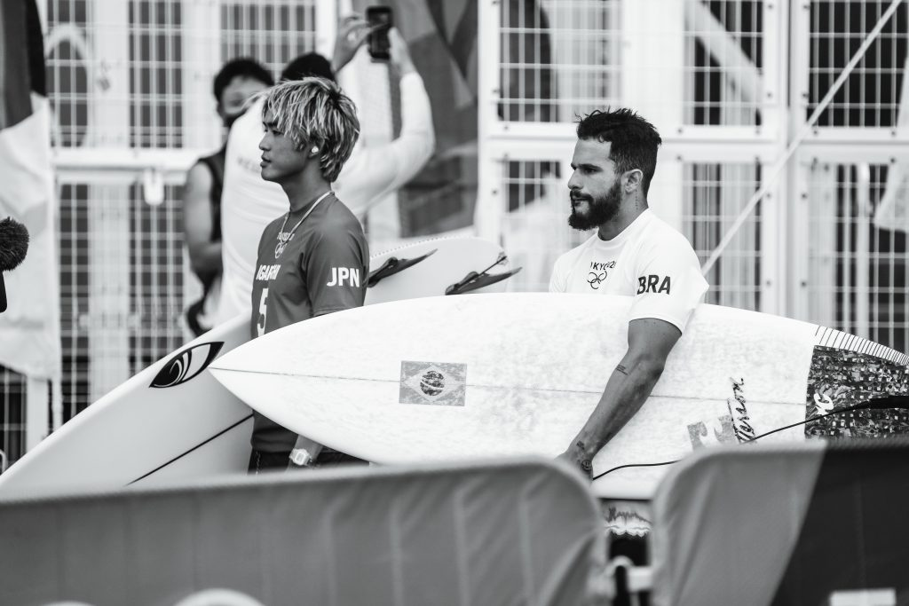 Surfe estrou nos Jogos em Tsurigasaki Beach, Chiba, Japão.