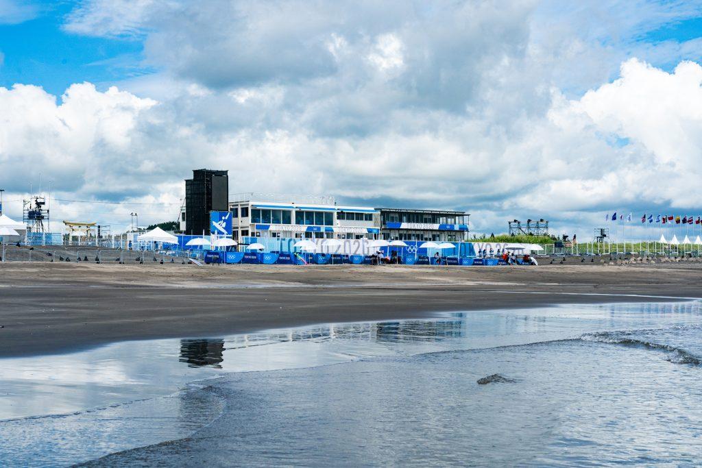As disputas acontecem na praia de Tsurigasaki.