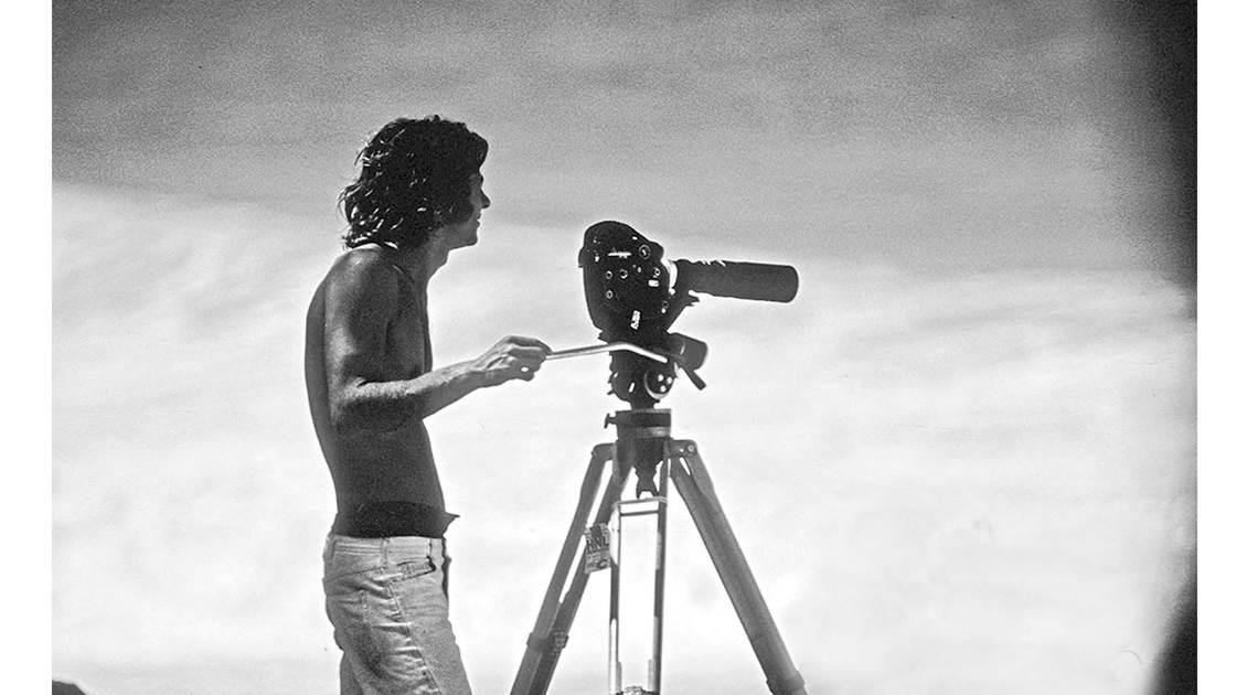 Albe Falzon durante filmagem de Morning of the Earth.