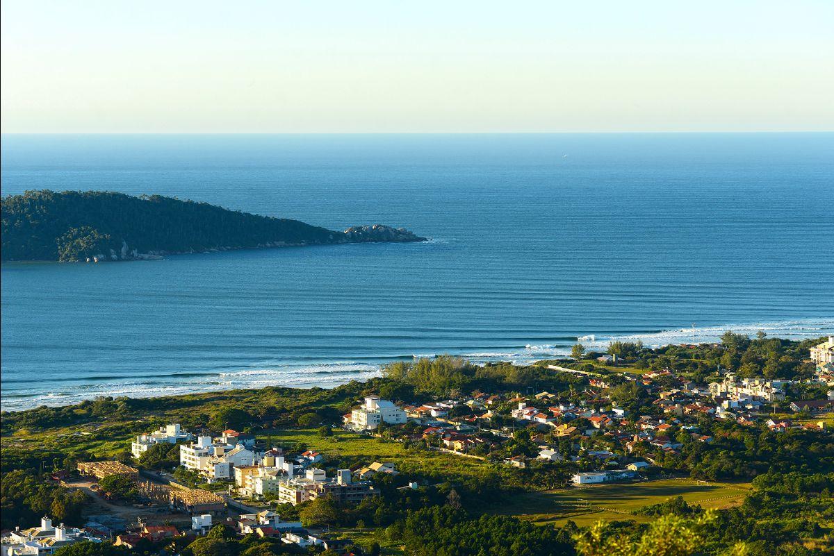 Primeira etapa rola na Praia do Campeche (SC).