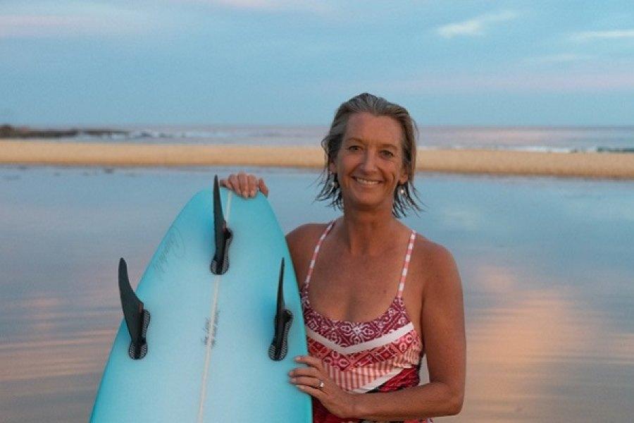 Layne Beachley assume cargo na direção do surf park URBNSURF.