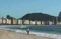 Areia de Copacabana está contaminada