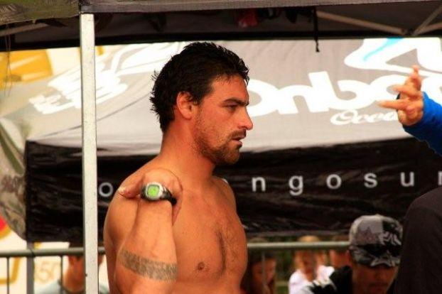 Leo Neves, Onbongo Pro Surfing 2008, Itamambuca, Ubatuba (SP). Foto: Aleko Stergiou.