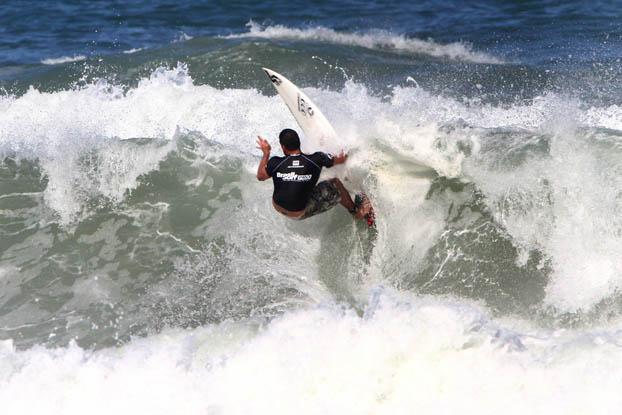 Leo Neves, Brasil Surf Pro 2010, Itamambuca, Ubatuba (SP). Foto: Fábio Minduim.