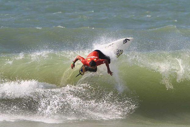 Leo Neves, Brasil Surf Pro 2010, Geribá, Búzios (RJ). Foto: Fábio Minduim.