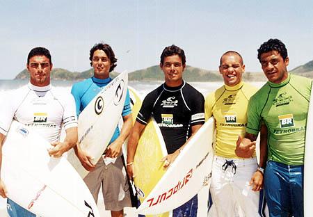 Léo Neves, Eric Miyakawa, Beto Fernandes, Raoni Monteiro e Andreas Eduardo. Foto: Divulgação.
