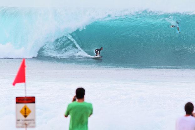 Derek Ho, Banzai Pipeline, North Shore de Oahu, Hawaii. Foto: Bruno Lemos / Lemosimages.com.