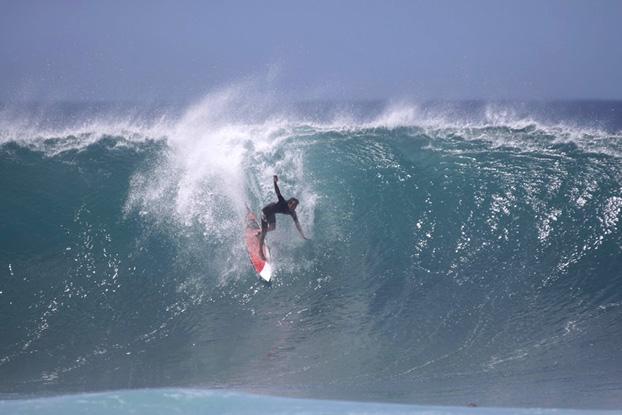 Derek Ho, Pipeline, North Shore de Oahu, Hawaii. Foto: Bruno Braga.