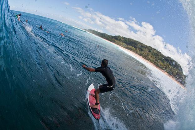 Derek Ho, Pipeline, North Shore de Oahu, Hawaii. Foto: Marcelo Farias.