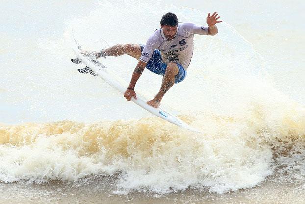 Leo Neves, Grussaí Pro Surf 2012, praia de Grussaí, São João de Barra (RJ). Foto: Pedro Monteiro.