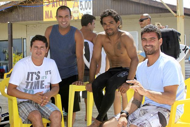 Anselmo Correia, Victor Ribas, Pedro Henrique e Leo Neves, Oakley Pro 2012, praia da Joaquina, Florianópolis (SC). Foto: Basílio Ruy.