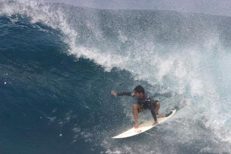 Derek Ho, Backdoor, Oahu, Hawaii 2005. Foto: Bruno Lemos / Lemosimages.com.
