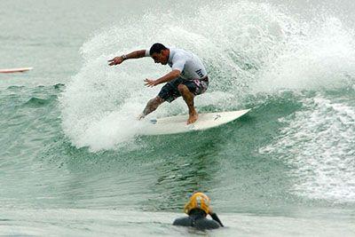 Leo Neves, Reef Classic 2005, praia de Maresias, São Sebastião (SP). Foto: Ivan Storti.
