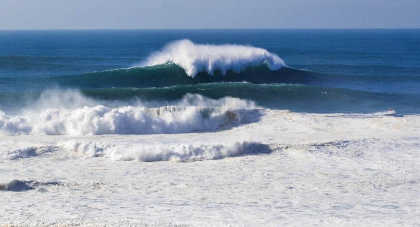 Uma nova onda deforma o horizonte.